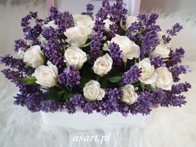 szkatułka i kwiaty