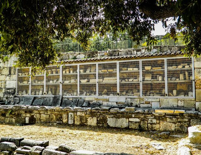 Peças arqueológicas do Museu da Ágora Antiga de Atenas