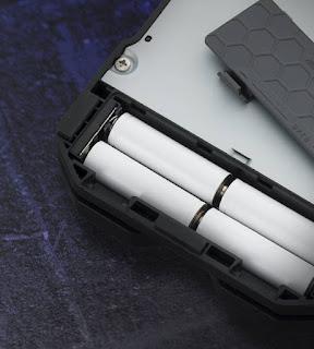 ZOOM G1/B1 FOUR は電池駆動が可能