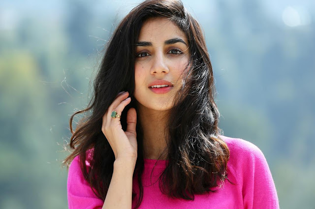 Parul Gulati  (Indian Actress) Wiki, Biography, Age, Height, Family, Career, Awards, and Many More...