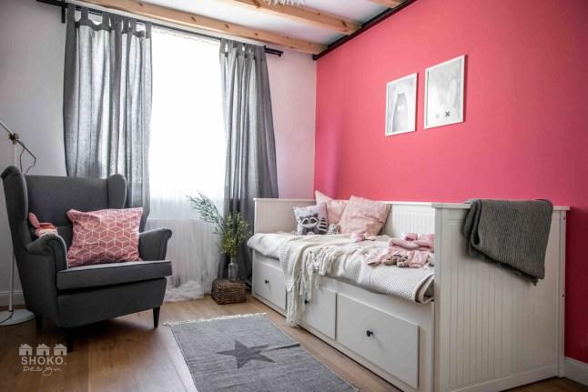 dormitorio-habitacion-infantil-estilo-nordico-escandinavo-pared-rosa-muebles-ikea-cama-blanca-funda-cojin