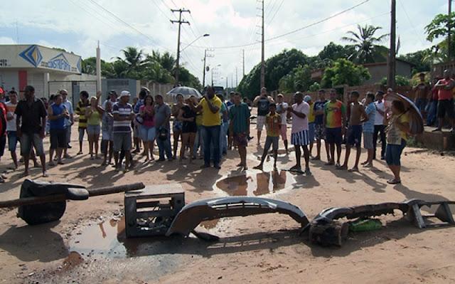 Avenida no Alto do Turu é bloqueada por manifestantes