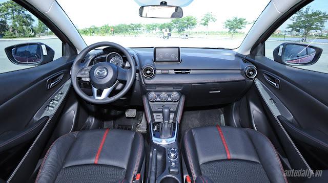 So với các đối thủ, Mazda2 tỏ ra khá vượt trội với những trang bị tiện nghi nội thất