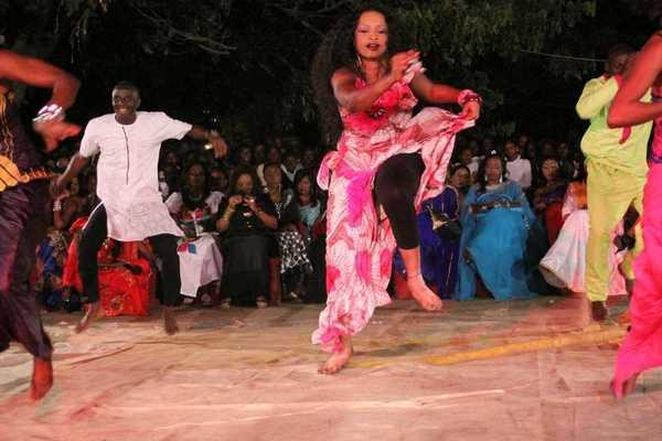 Sabar, une tradition de l'ethnie Wolof au Sénégal : Danse, musique, artiste, chanteur, danseuse, diverstissement, loisir, sabar, ethnie, wolof, LEUKSENEGAL, Dakar, Senegal, Afrique
