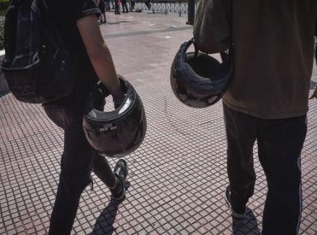 Μειώνεται από το 24% στο 13% ο ΦΠΑ για τα κράνη μοτοσικλετιστών