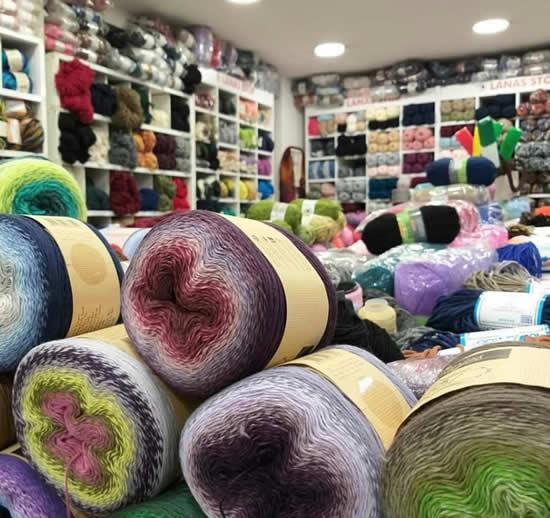 Wool shop Athens, Kangaroo Craft (photo by Kangaroo Craft) | Happy in Red