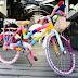 Bicicleta e Steven Tyler de crochê é destaque na Rua da Cidadania