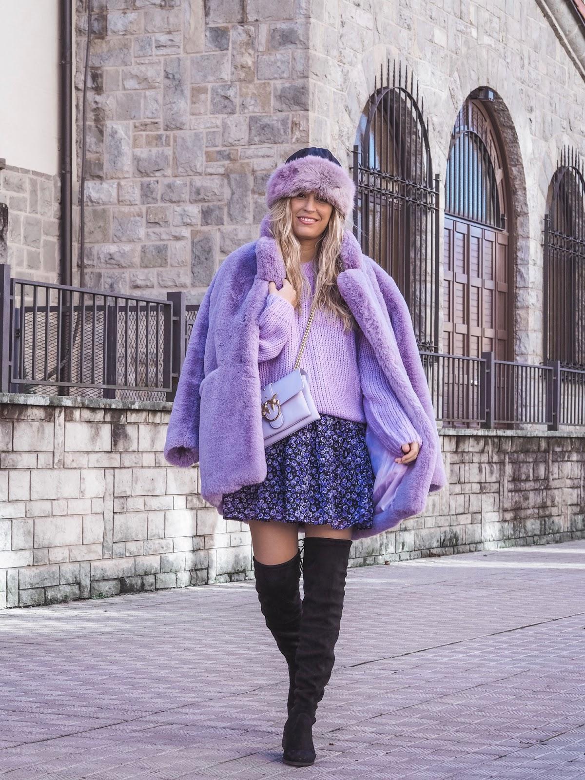 combinar abrigo lila