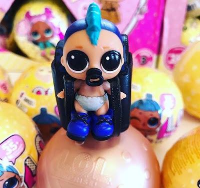 Малыш мальчик из серии кукол ЛОЛ 2018 года, 3 серия 2 волна маленьких шаров