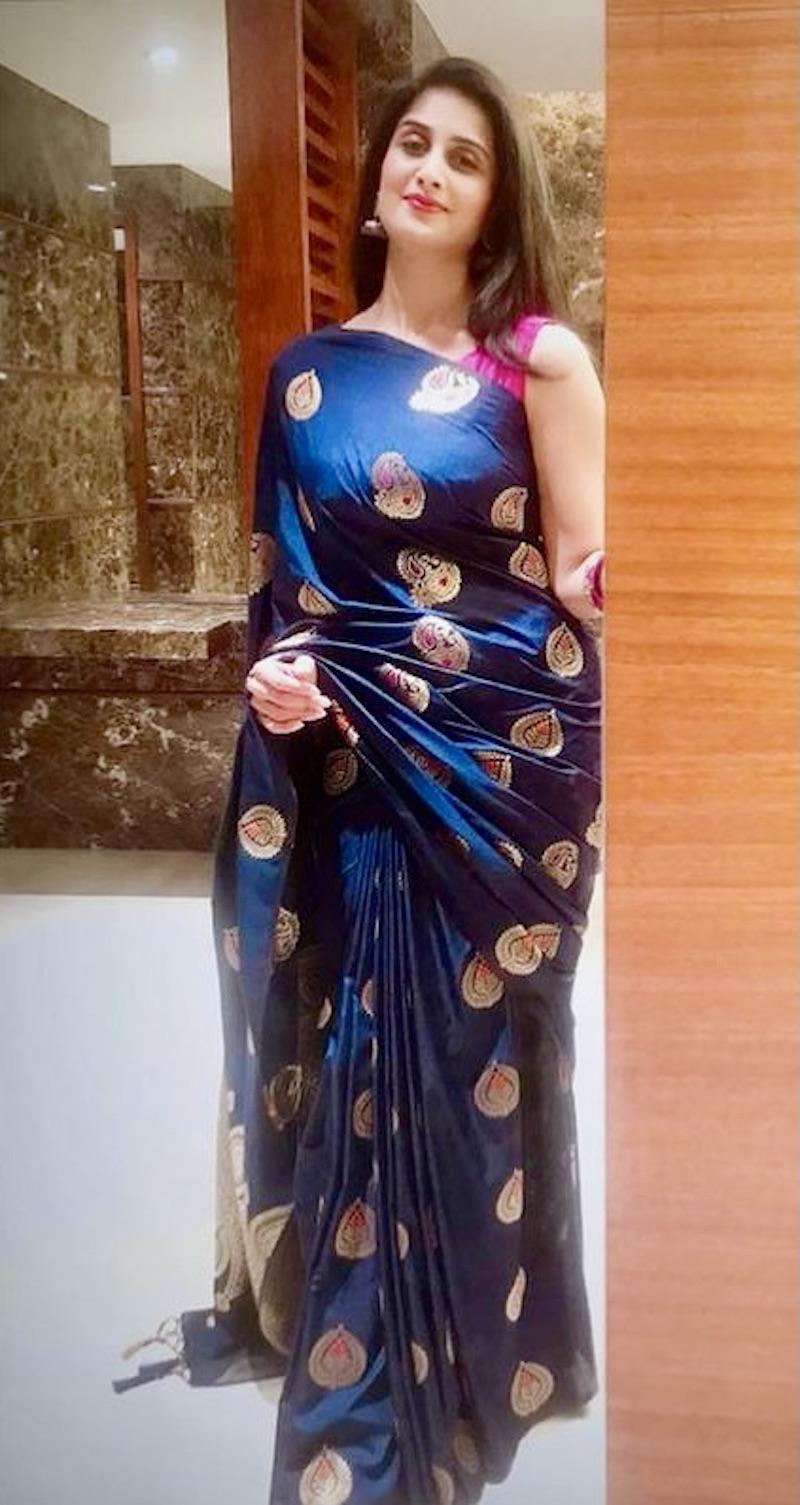 ஷாமிலி ஸ்லீவ் லெஸ் ஜாக்கெட் புடவையில் கொண்டாடிய கலக்கல் தீபாவளி!