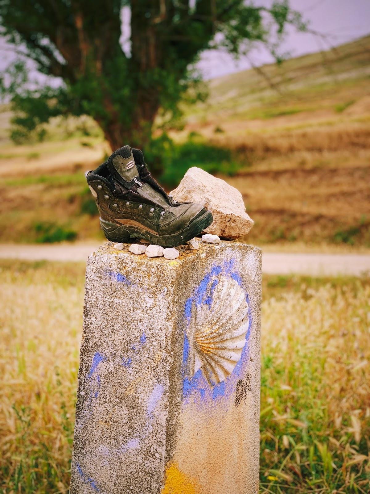 jon-tyson-camino frances stone pillar