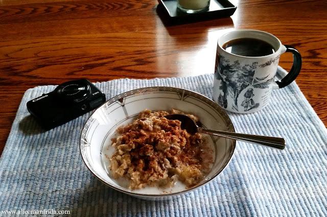 breakfast, oatmeal, coffee, tasty tuesday, what i ate