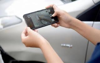 Mengambil foto kerusakannnya yang ada di mobil sewaan juga tak kalah penting. Banyak perusahaan yang menerima laporan pengaduan konsumen atas mobil sewaannya. Maka dari itu, supaya perjalanan aman dan memuaskan lebih baik untuk mengambil foto keadaan mobil dan melaporkannya kepada perusahaan yang terkait.