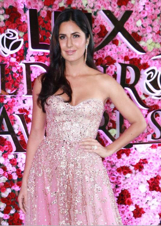 Katrina Kaif in Golden Sleeveless Shoulder Less Gown for Lux Golden Rose Awards 2017