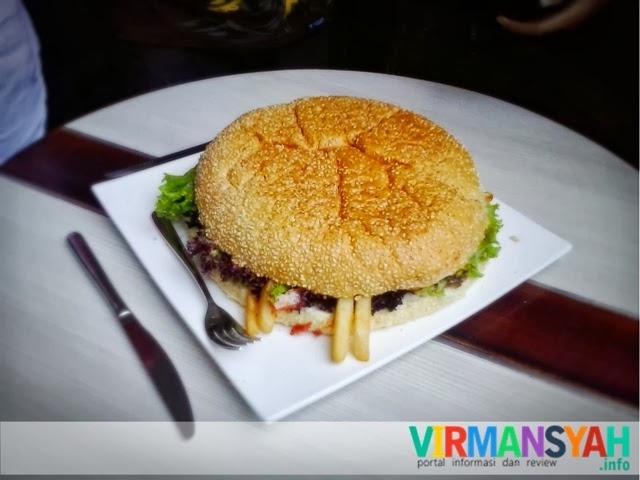 Goliath Burger Grand Aston Jogja - KBJ