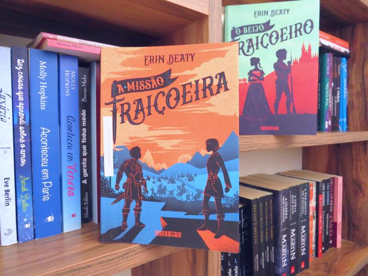 a-Missao-Traicoeira-Erin-Beaty-trilogia-traitors-beijo-traicoeira-romance-epoca-fantasia-aventura-jovem-10-melhores-livros-de-romance-de-2018-mademoisellelovesbooks