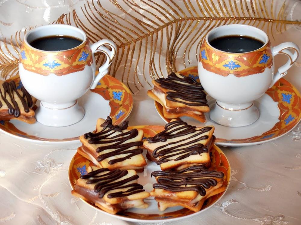 http://www.caietulcuretete.com/2012/12/fursecuri-cu-crema-de-ciocolata.html