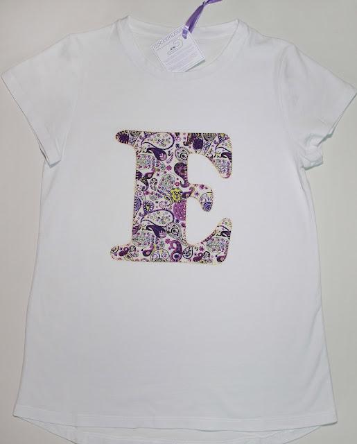 camiseta de niña con la inicial E