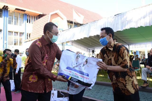 Gubernur NTB Dr. H. Zulkieflimansyah saat memberikan sambutan pada acara Webinar Nasional dengan tema menguji imunitas UMKM pangan di masa pandemi Covid-19