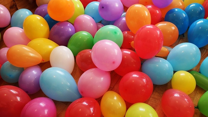 Rupanya Ini yang Bikin Anak-anak Kecil Suka Bermain Balon