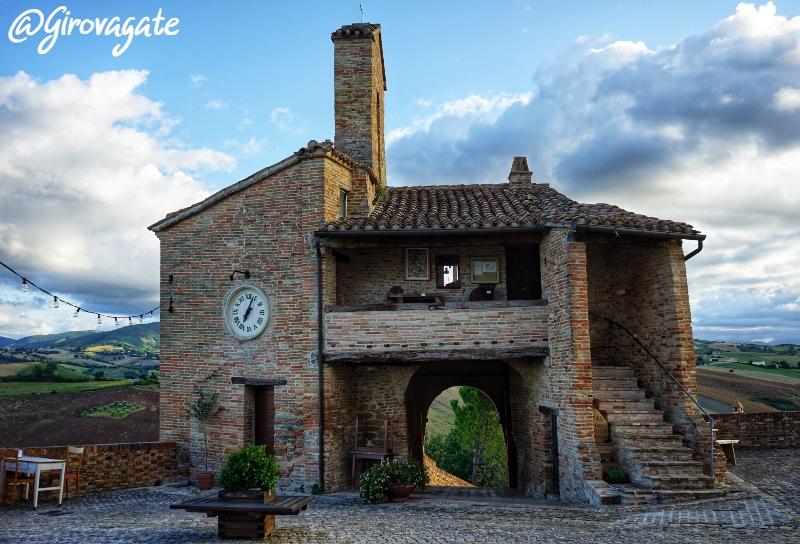Loretello castello amore Marche