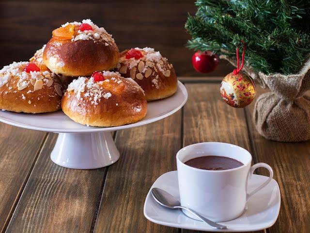 Bollitos de roscón de Reyes con chocolate a la taza