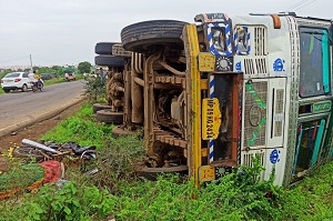 कळमनुरी-नांदेड रस्त्यावर दोन अपघातात दोन ठार, दोन गंभीर Two Killed In Separate Accidents In Kalamanuri