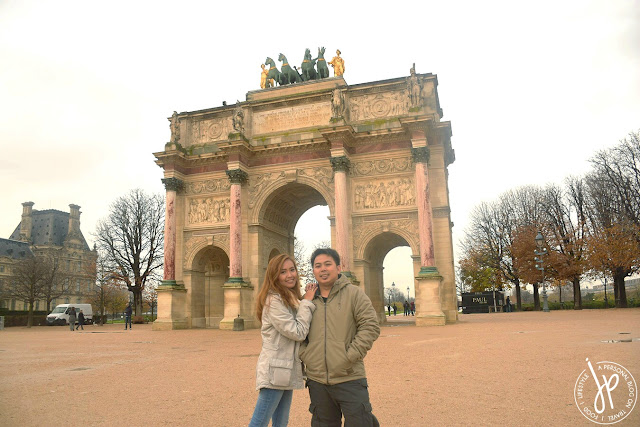 couple shot at Arc de Triomphe du Carrousel
