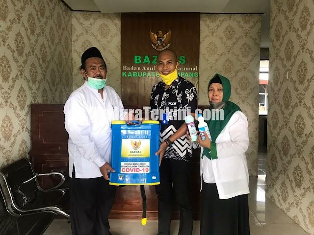 Baznas Sampang Bagikan Hand Sanitizer dan Alat Semprot Disinfektan