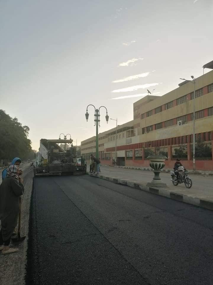 رصف شارع الجامعة بأسيوط