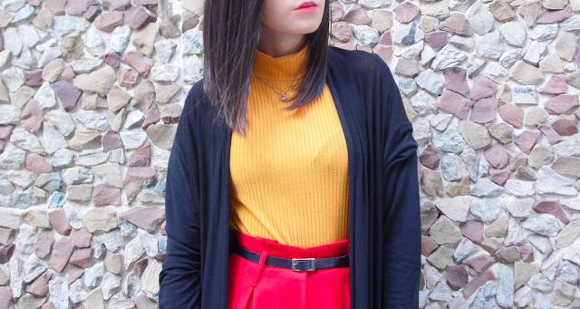Calça Pantalona Vermelha e Blusa Gola Alta