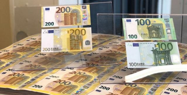 Κυκλοφόρησαν τα νέα χαρτονομίσματα των 100 και 200 ευρώ