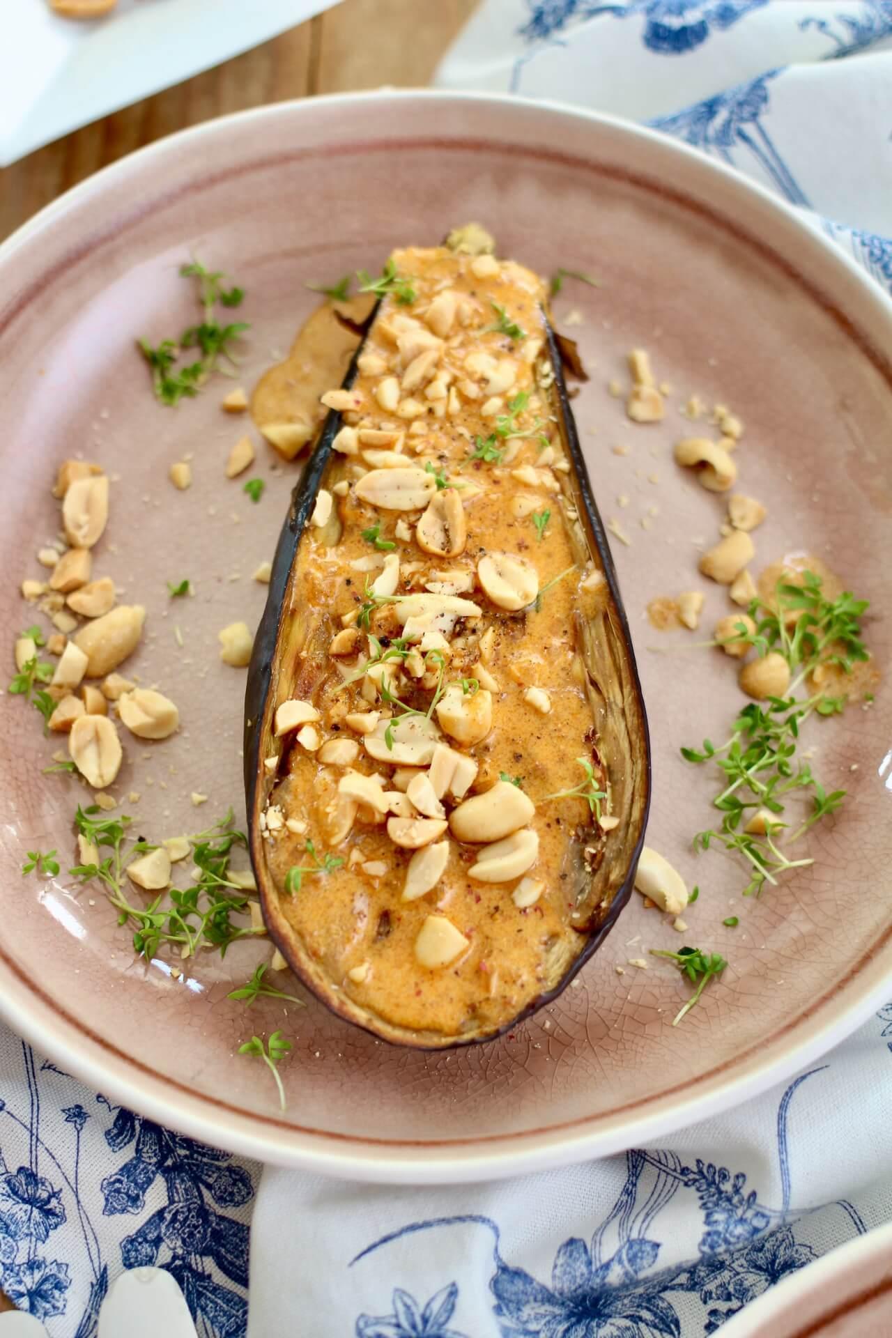 Melanzani mit Erdnuss-Sauce