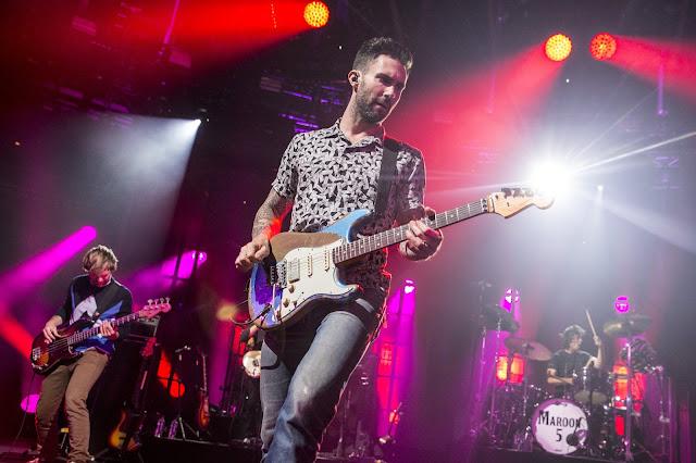 Video: Maroon 5 - Girls Like You (Con Cardi B)