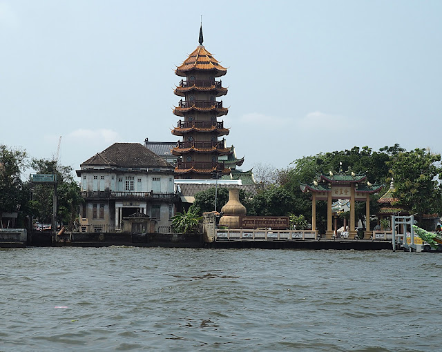 Бангкок, на реке Чао Прайя (Bangkok, on the Chao Phraya river)