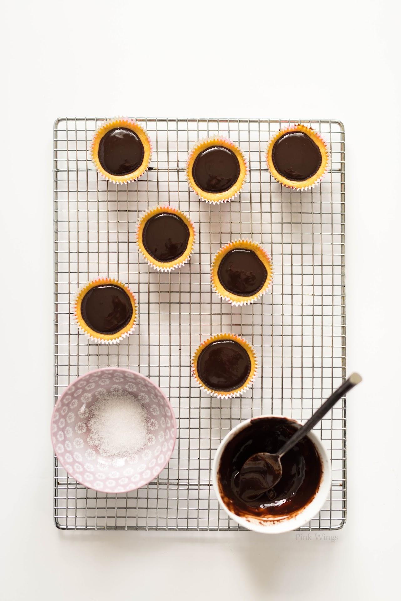 dark chocolate ganache, salted, pumpkin cheesecake, mini, small, individual, party dessert, autumn, fall, pumpkin, ginger cookies