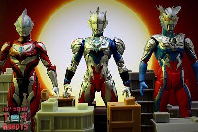 S.H. Figuarts Ultraman Z Alpha Edge 35