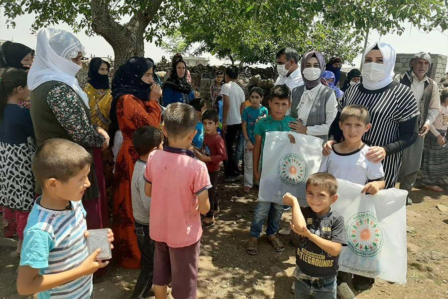 Diyarbakır Bağlar Belediyesi bayram öncesi çocukları sevindirdi