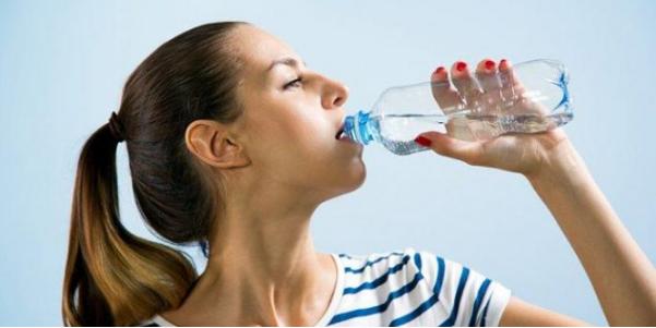 Manfaat Minum Air Putih di Pagi Hari