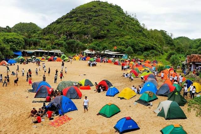 Pantai Ngrumput Camp