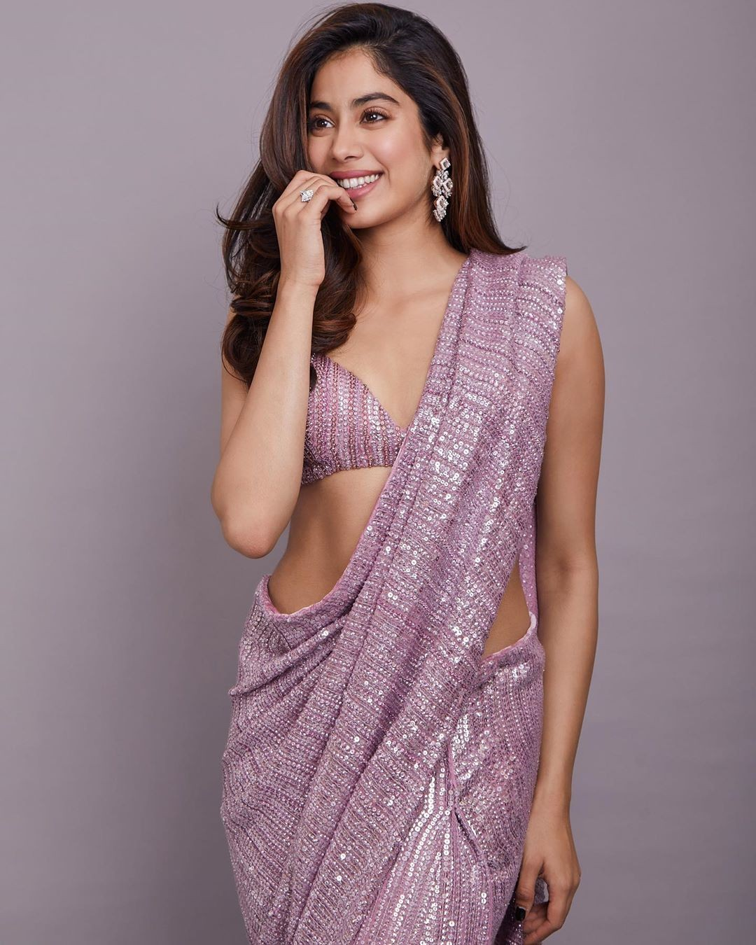 Bollywood actress jhanvi kapoor saree Stills