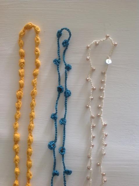 Collares en crochet de diferentes colores