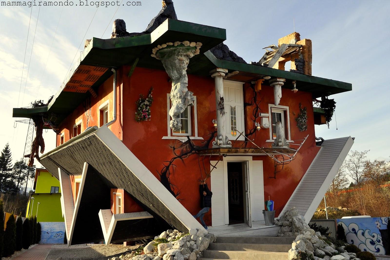 Haus steht kopf la casa capovolta in austria for Foto di case strane