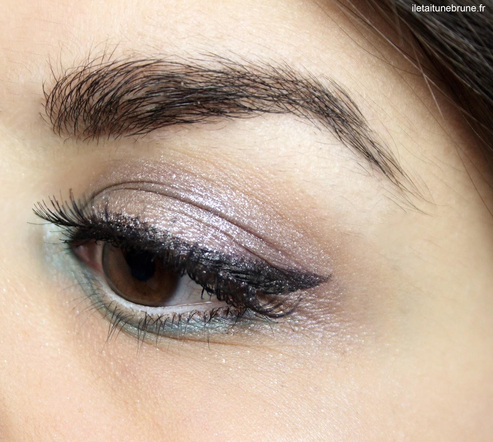 maquillage bleu azur, argenté, violet, faux-cils, eyeliner