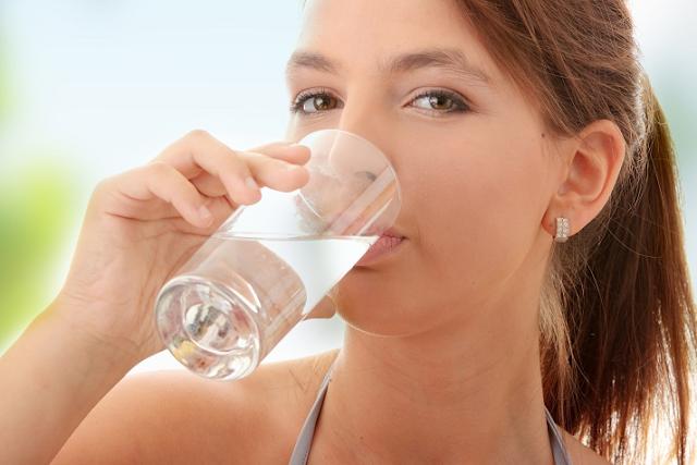 18 Manfaat Kesehatan Berbasis Sains Dari Air Minum!