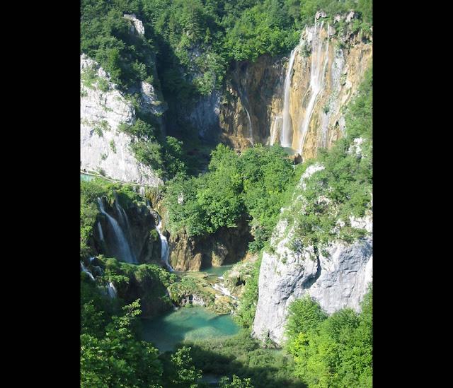 جولة سياحية أجمل البلاد مستوى العالم كرواتيا بليتفيتش The-large-waterfall-at-Plitvice-Lakes-National-Park.jpg