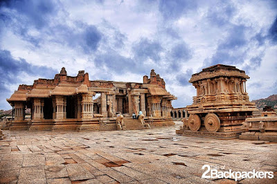 The most famous structures in Hampi are the Virupaksha Temple located on the banks of Tungabhadra River and the Vijaya Vitthala Temple. Photos By: Tale of 2 Backpackers doibedouin