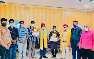 college-topper-awarded-madhubani