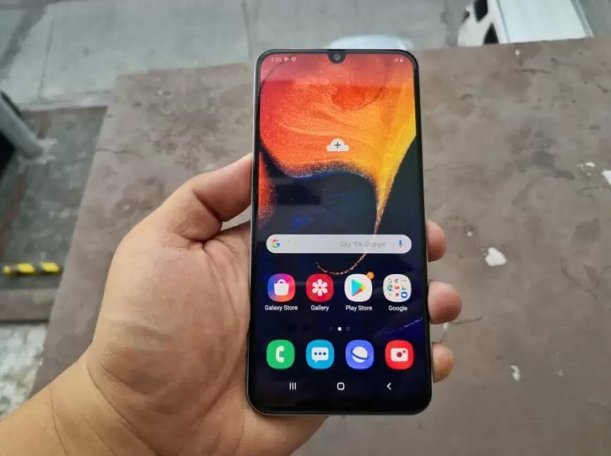 Samsung Galaxy A50's 6.4-inch Super AMOLED Display