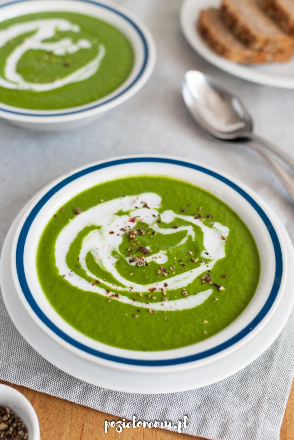 Soczyście zielony krem z cukinii i szpinaku